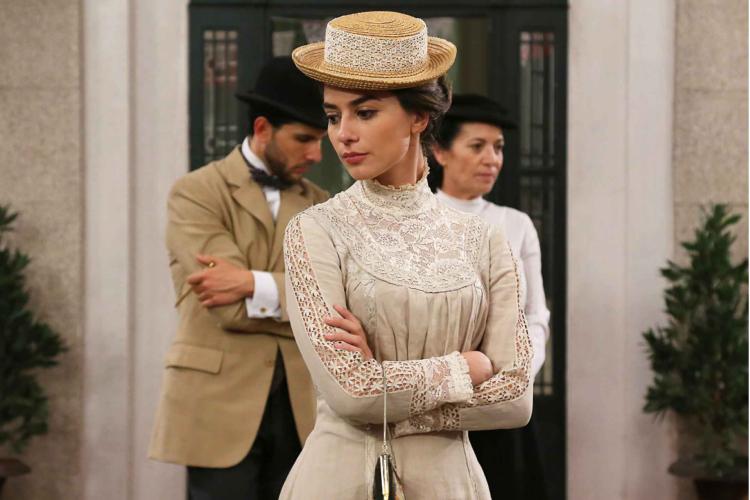 """""""Me gustaría hacer de mala"""" Alejandra Meco habla con la revista Aquí de CLM"""